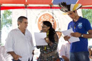 Diversas moções foram entregues ao ministro, inclusive uma indígena assinada por lideranças de diversas etnias. Foto: Fabio Caffé/Imagens do Povo.